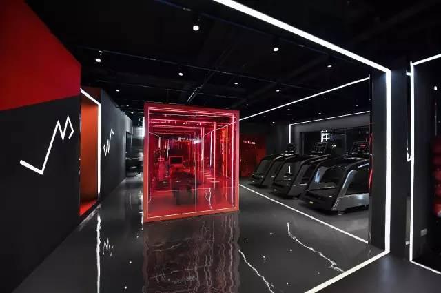 这家300平米的私教健身房,就通过光描画空间,将空间自然地分割为不同